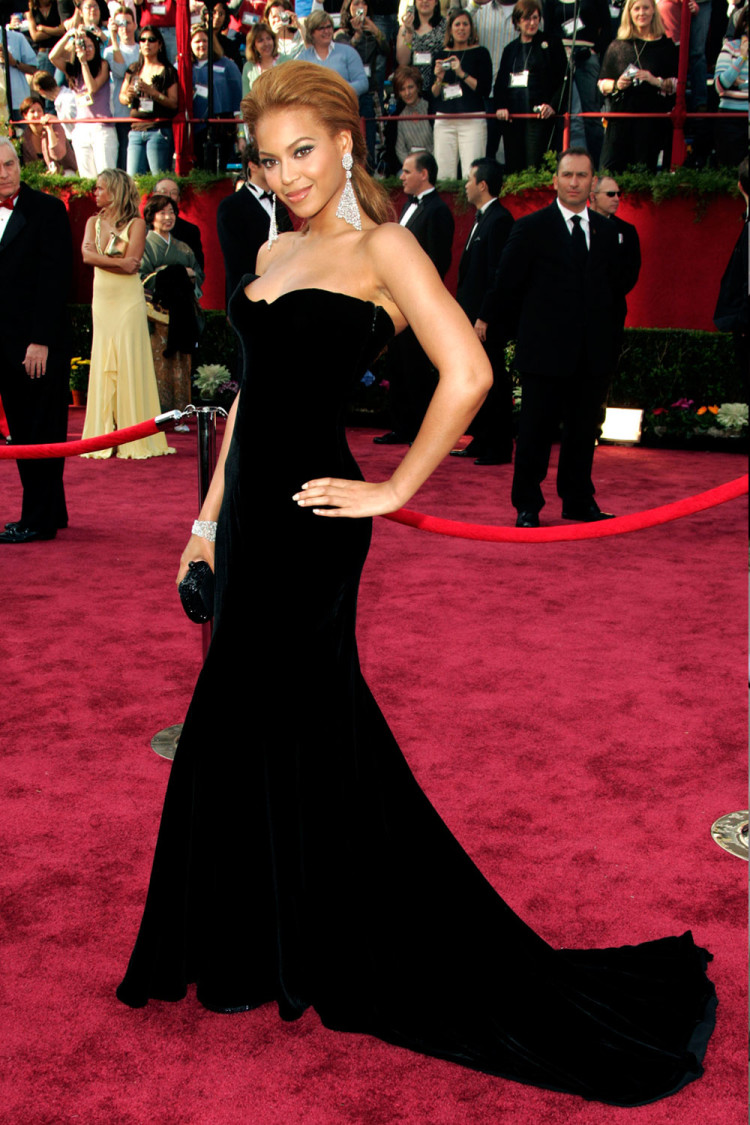 Beyonce, in Versace, at the 2005 Academy Awards.