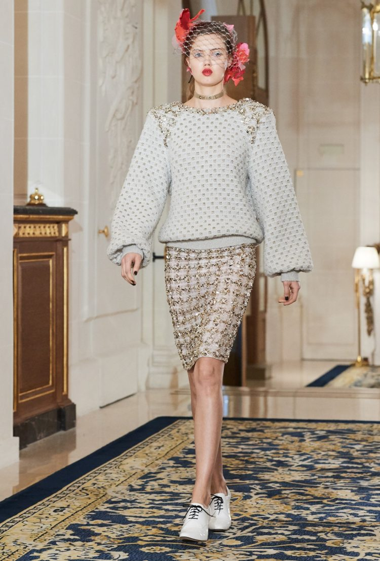 Lindsey Wixson on the runway at Chanel's pre-fall 2017 collection at The Ritz