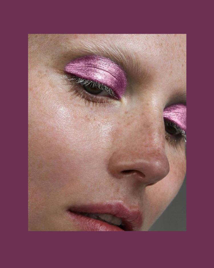 MFQ: Beauty looks for a night out Coloured lids, particularly in pink is a huge trend. For an intense look, leave out mascara and take the colour right up to the brows.